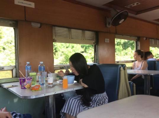 bangkok-chiangmai-train-4